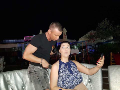 ZGROZILA SE: Jana tražila frizeru da joj sredi kosu, a evo šta joj je on stavio na glavu! (FOTO)