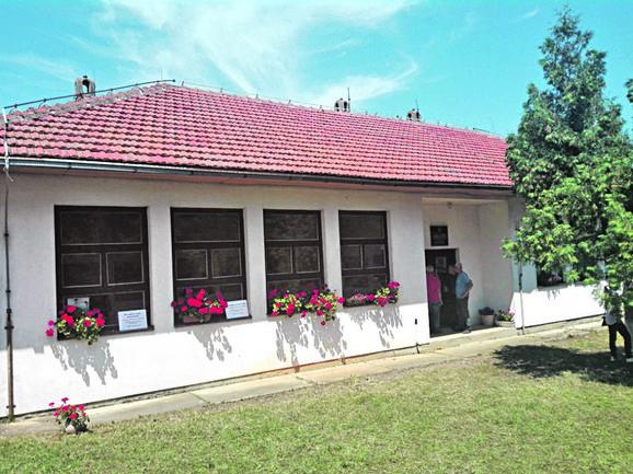 Jedinstvena seoska galerija: Škola u Oglađenovcu