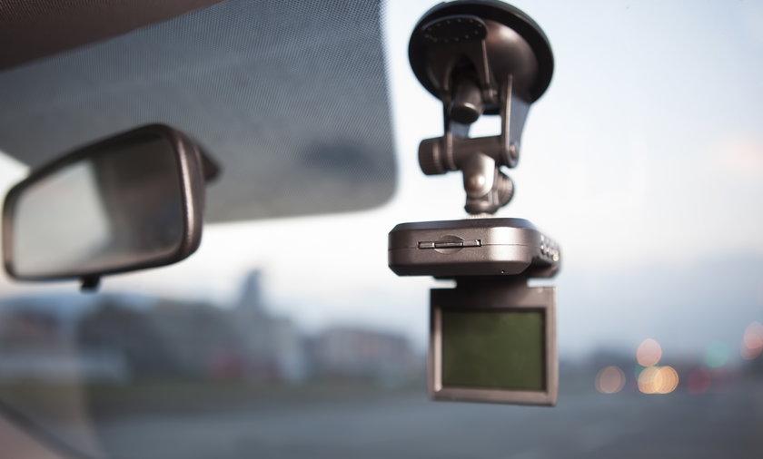 Kupujesz kamerę samochodową? Jeden parametr jest szczególnie istotny
