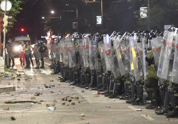 Policija nije odgovorila ni na kamenioce