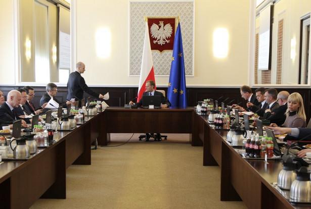 Posiedzenie rządu. W środku Donald Tusk