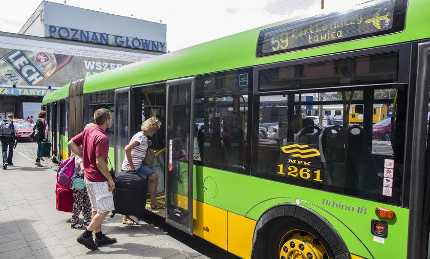 W autobusach brakuje półek na bagaż