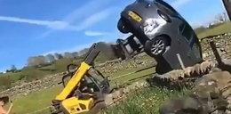 Miał wózek widłowy i nie zawahał się go użyć. Lepiej nie wkurzać rolnika