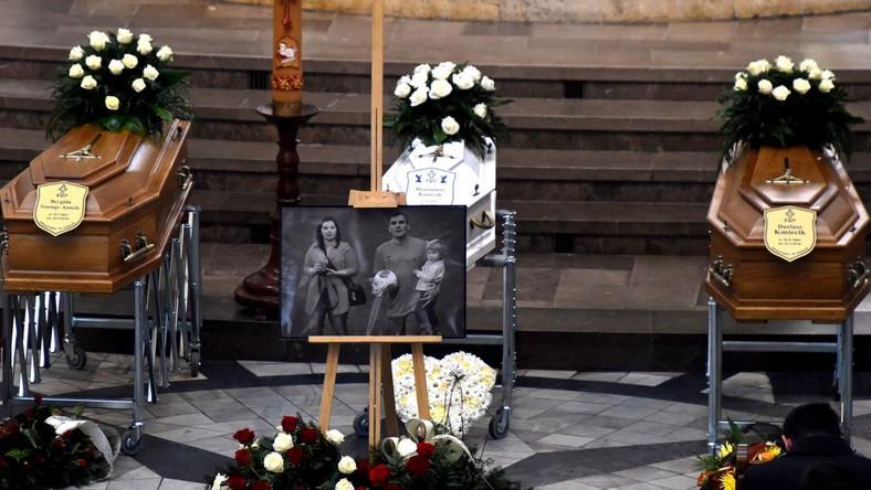 Rodzina i przyjaciele oddali hołd tragicznie zmarłemu małżeństwu Kmiecików
