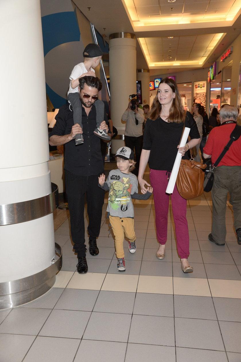 Olivier Janiak z żoną i dziećmi