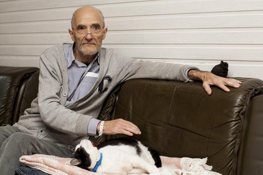 Krystian Broll ze swoją ukochaną kotką