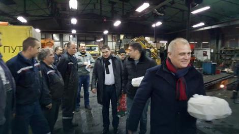 Radnike su posetili Goran Vesić, Nikola Nikodijević i Dragomir Petronijević