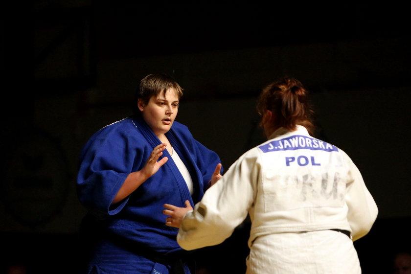 Była judoczka ma problem z kręgosłupem w odcinku lędźwiowym, ale duża waga utrudnia jego zdiagnozowanie. Wagę z kolei ciężko zmniejszyć, bo przez kontuzję nie może odpowiednio trenować