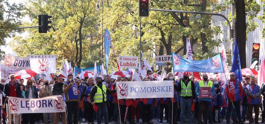 Nauczyciele wyszli na ulicę. Wielka manifestacja w Warszawie