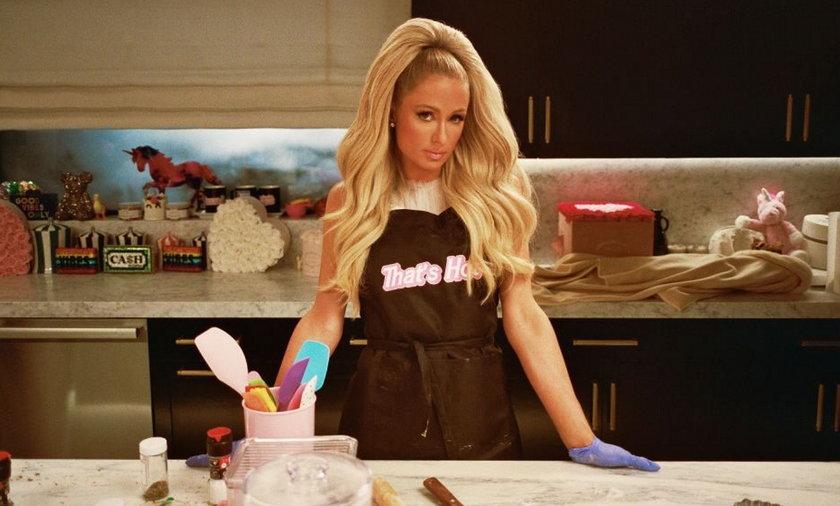 Paris Hilton prowadzi program kulinarny na Netflixie.