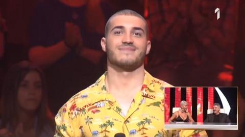 Radio je SKLEKOVE dok je pevao na sceni Zvezda Granda, a onda je prišao devojci i POLJUBIO je!