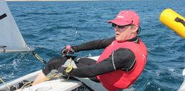 Znany dziennikarz odpręża się na łódce
