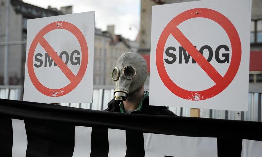 Badania potwierdzają, że w dniach kiedy stężenie smogu rośnie, wzrasta również ilość pacjentów z zawałem serca i udarem