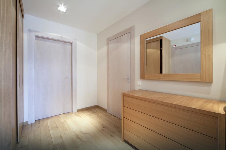 hol przedpok j jakie materia y zastosowa na pod og ciany i sufit dom. Black Bedroom Furniture Sets. Home Design Ideas