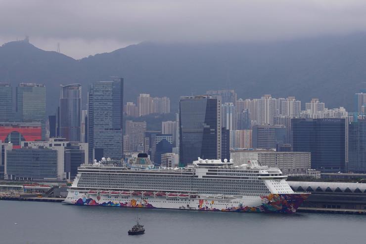 Kruzer u Hong Kongu na kojem ima zaraženih koronavirusom