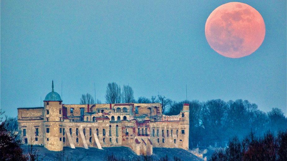 Unikatowy zamek w Janowcu. Niezwykła historia nadwiślańskiej osady