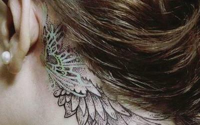 Tatuaż Na Szyi Za I Przeciw