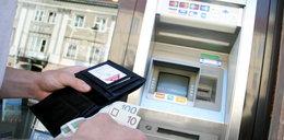 Uważaj na tę szczelinęw bankomacie. Stracisz majątek!