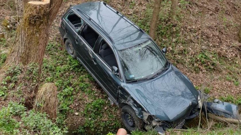 Samochód runął ze skarpy