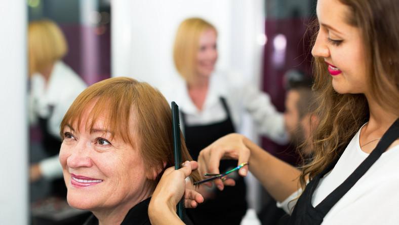 Niektóre fryzury skutecznie dodają lat...