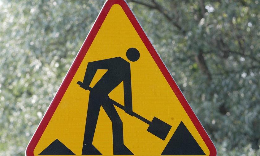 roboty drogowe znak