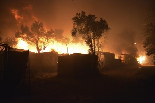 Izbeglički kamp u plamenu