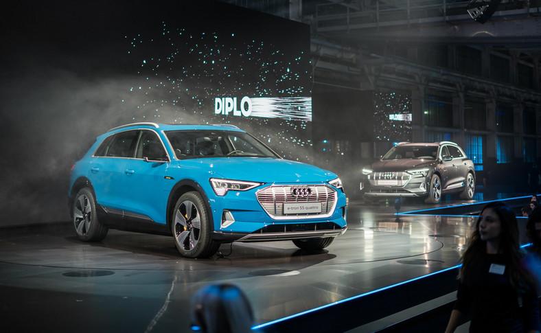 Audi e-tron zadebiutowało w San Francisco. Jednak zanim do tego doszło 250 prototypów e-tron w fazie testów miało do pokonania łącznie ponad 5 mln km, czyli odległość odpowiadającą 125-krotnemu okrążeniu globu ziemskiego. Na trasach o najróżniejszej nawierzchni auta spędziły ponad 85 tys. godzin