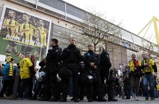 Mecz Borussii Dortmund: 700 policjantów strzeże bezpieczeństwa