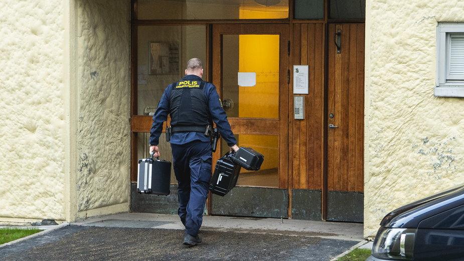 Wejście do mieszkania, gdzie przetrzymywany był mężczyzna