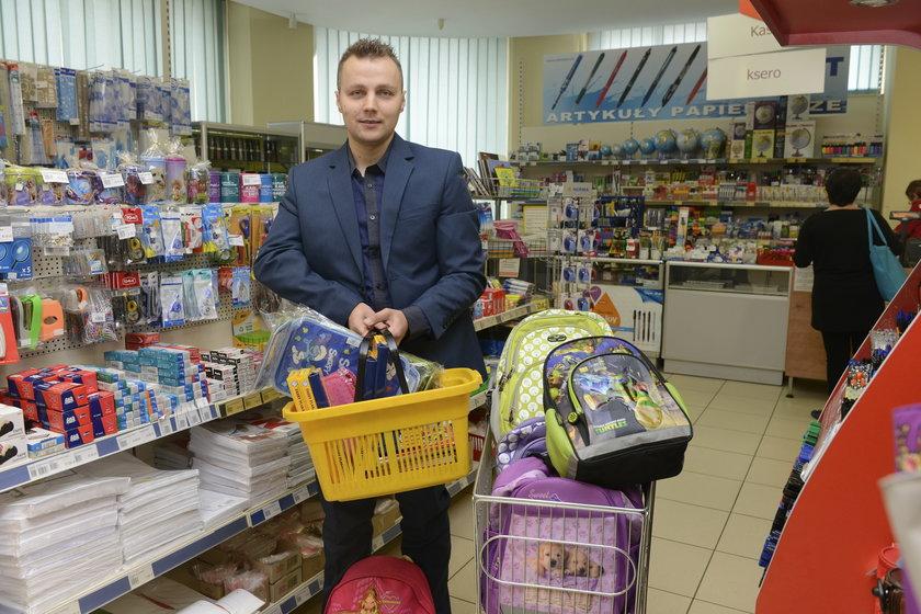 Plecaki od radnych wojewódzkich PIS (na zdj. Kamil Sadowski)