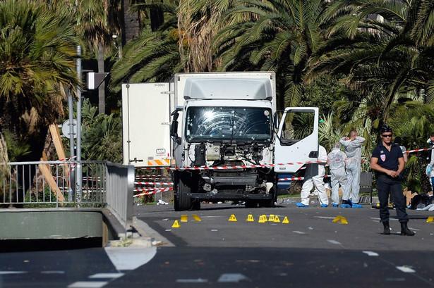 Państwo Islamskie zmieniło swoją strategię: będzie częściej sięgać po ataki terrorystyczne kosztem operacji militarnych, bo ta organizacja z każdym dniem słabnie