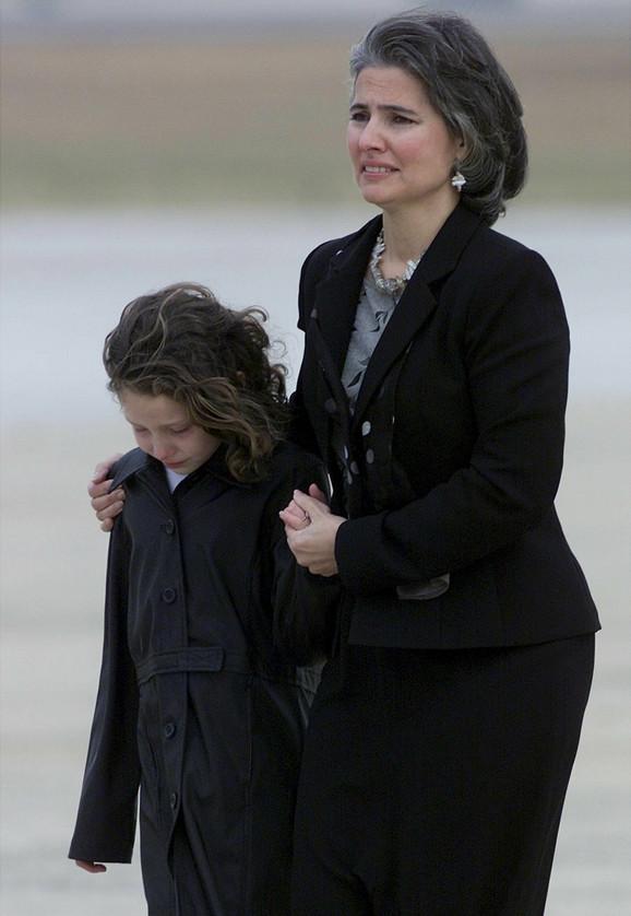 Spenova ćerka Elison dočekala je očevo telo u vojnoj bazi u Merilendu u decembru 2001.