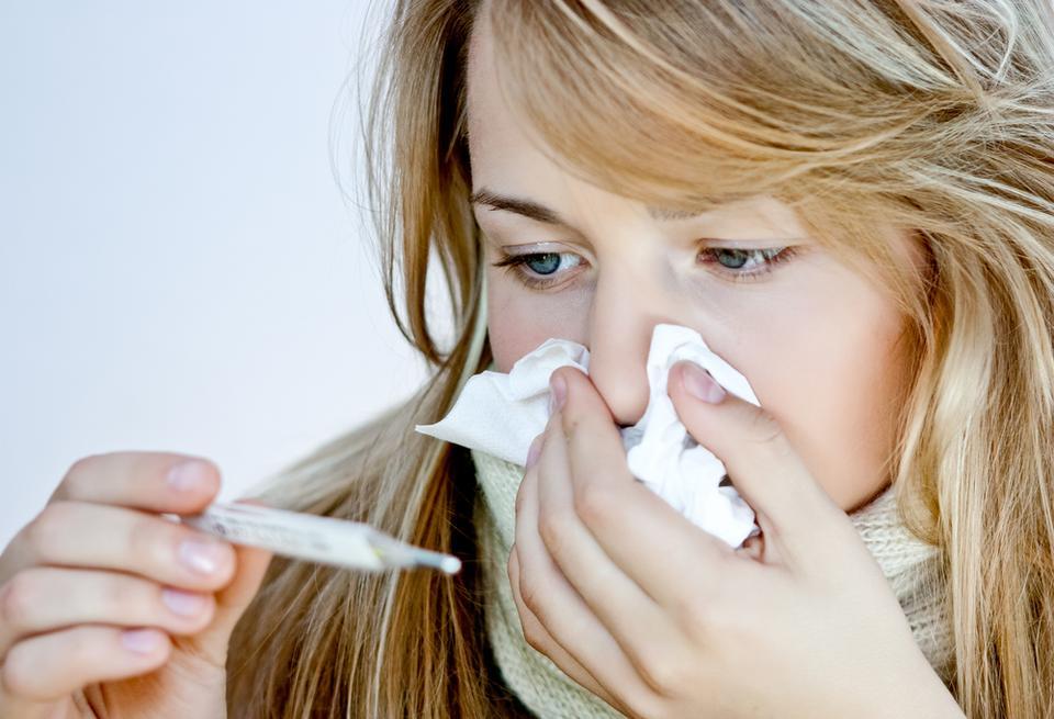 6. Rumianek pomaga łagodzić objawy zapalenia zatok, gorączcki, bólu gardła