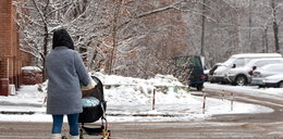 Matka wyszła z córką na spacer. Wstyd na całą dzielnicę!