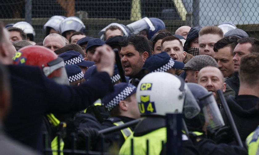 Zamieszki chuliganów przed meczem w Londynie