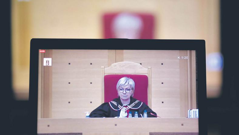 Prezes TK Julia Przyłębska miała kłopot ze znalezieniem większości, która uznałaby konstytucyjność ustawy