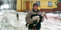 Pan Piotr uratował bociana przed zamarznięciem! FOTO