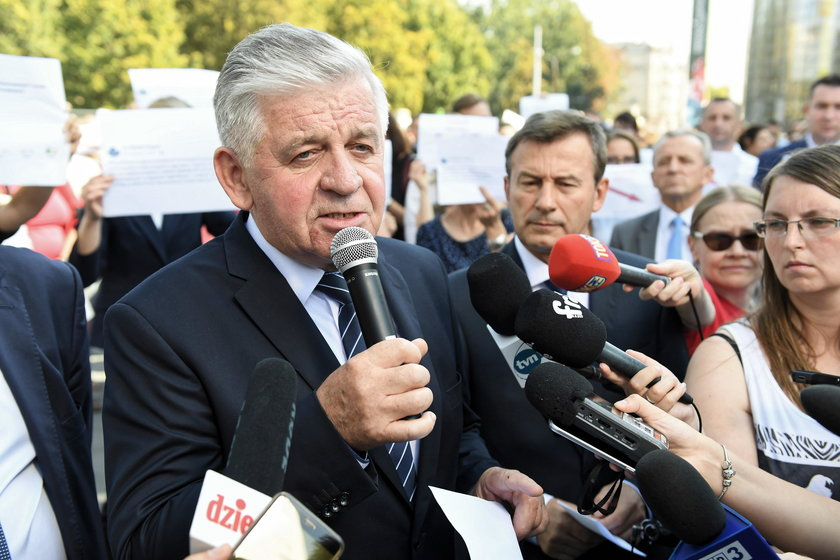 Na zakończenie kadencji marszałek nagrodził urzędników