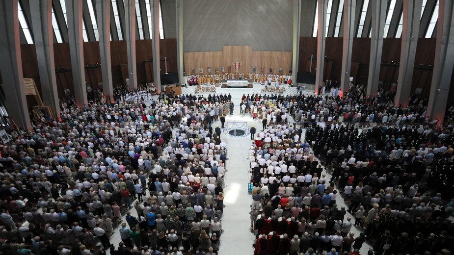 GUS podał dane dot. liczby ochrzczonych osób w Polsce