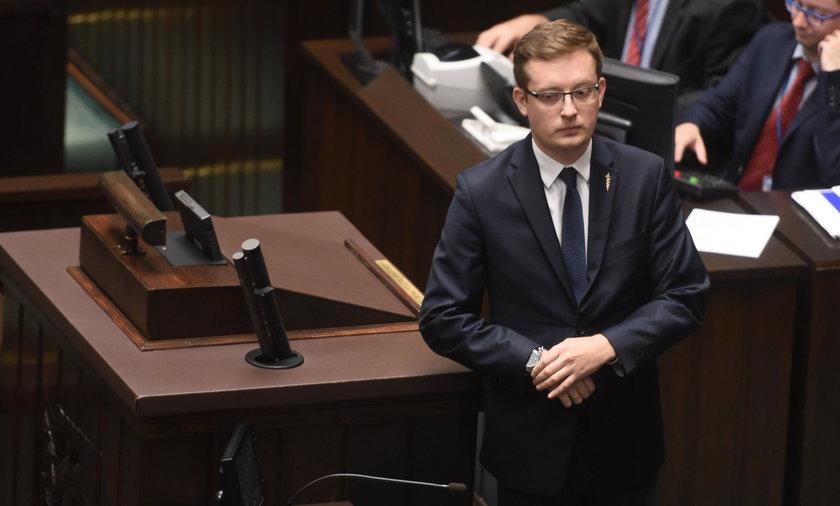 Winnicki robi szopkę, Sejm ekspresowo przepycha ustawę