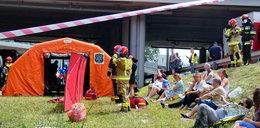 """Autobus spadł z mostu. Przerażające relacje świadków wypadku. """"Patrzyłam na coś, czego nie rozumiem"""""""