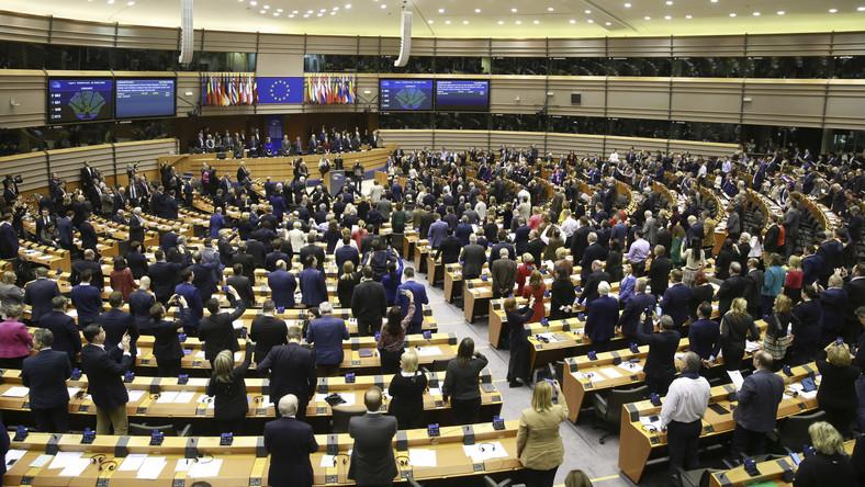 Parlament Europejski w Brukseli w głosowaniu poparł umowę o wyjściu Wielkiej Brytanii z Unii Europejskiej. Decyzja ta otwiera formalnie drogę do brexitu. W głosowaniu 621 eurposłów było za, 49 przeciw, a 13 wstrzymało się od głosu.