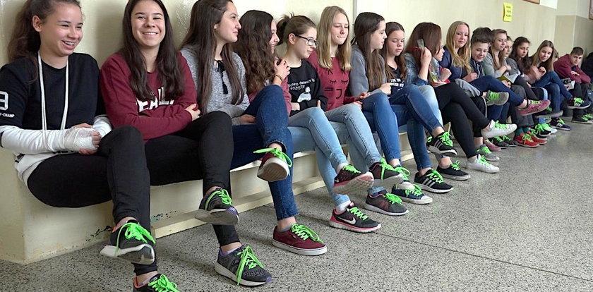 W naszym gimnazjum nosimy tylko seledynowe sznurówki