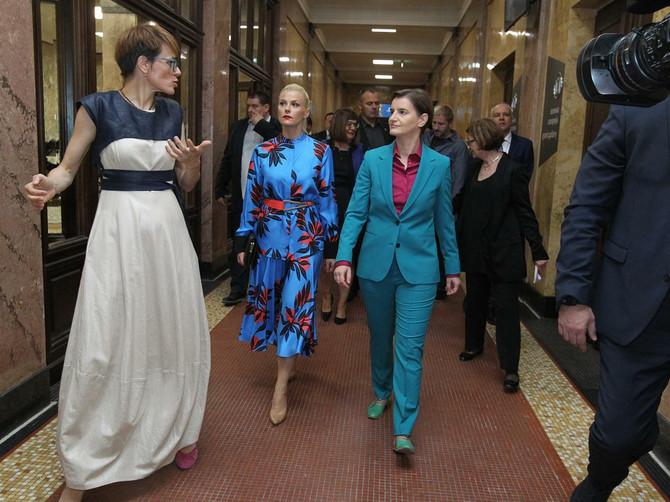 Ana Brnabić sa partnerkom u SENZACIONALNOM modnom izdanju: Ono što su nosile bio je SPEKTAKL