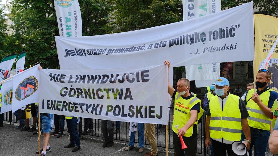 Pikieta związków zawodowych Pracowników Kopalń, Elektrowni i Spółek zależnych PGE S.A. przed Ministerstwem Aktywów Państwowych w Warszawie