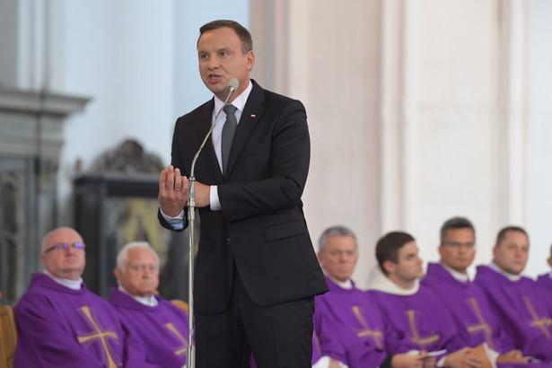 Wystąpienie prezydenta Andrzeja Dudy podczas uroczystości pogrzebowych w bazylice.