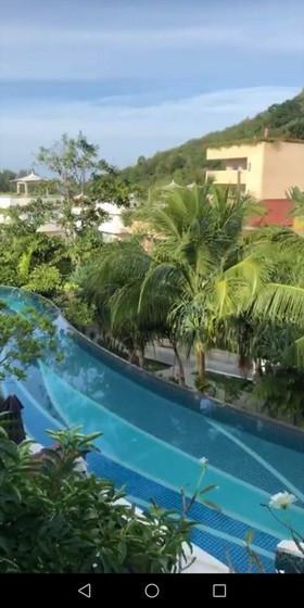Viktor uživa na Tajlandu