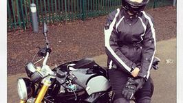 Milla Jovovich przewraca się na BMW