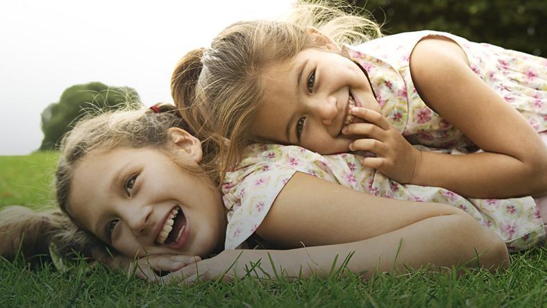 Prawidłowy rozwój dziecka. Co mu sprzyja, a co wpływa negatywnie?