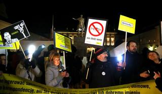Protest przeciwko inwigilacji pod Pałacem Prezydenckim. Duda zaprosił protestujących do Pałacu